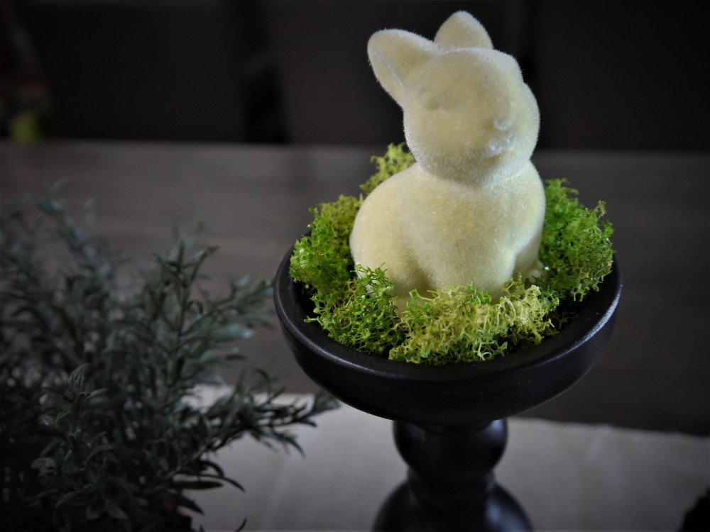easter-bunny-decor-closeup