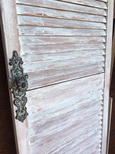 farmhouse-door-chalk-paint-doorknob-closeup