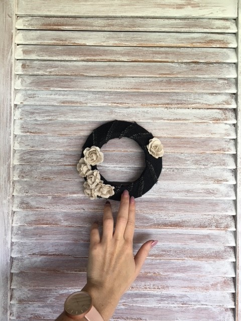 farmhouse-door-wreath-diy