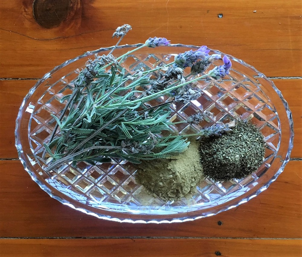 chicken-dust-bath-herbs
